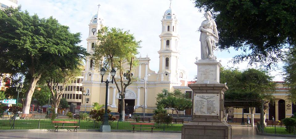 inkaico-plaza-de-armas-piura